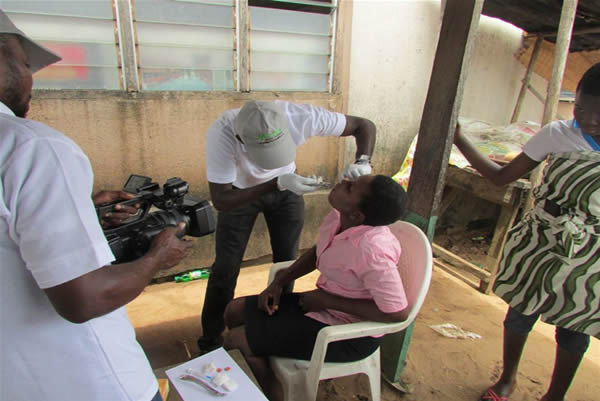Dr. Ebenezer (Dental Surgeon) of Motus Health Initiative extracting decayed teeth at Akodo, Ibeju Lekki, Lagos.